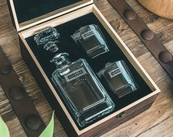 Gifts for Men – Personalized Whiskey Decanter – The Perfect Gifts for Him, Boyfriend Gift or Wedding Gift.