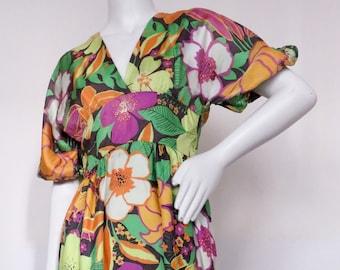Vintage 1970s Bohemian Foral Printed Dress