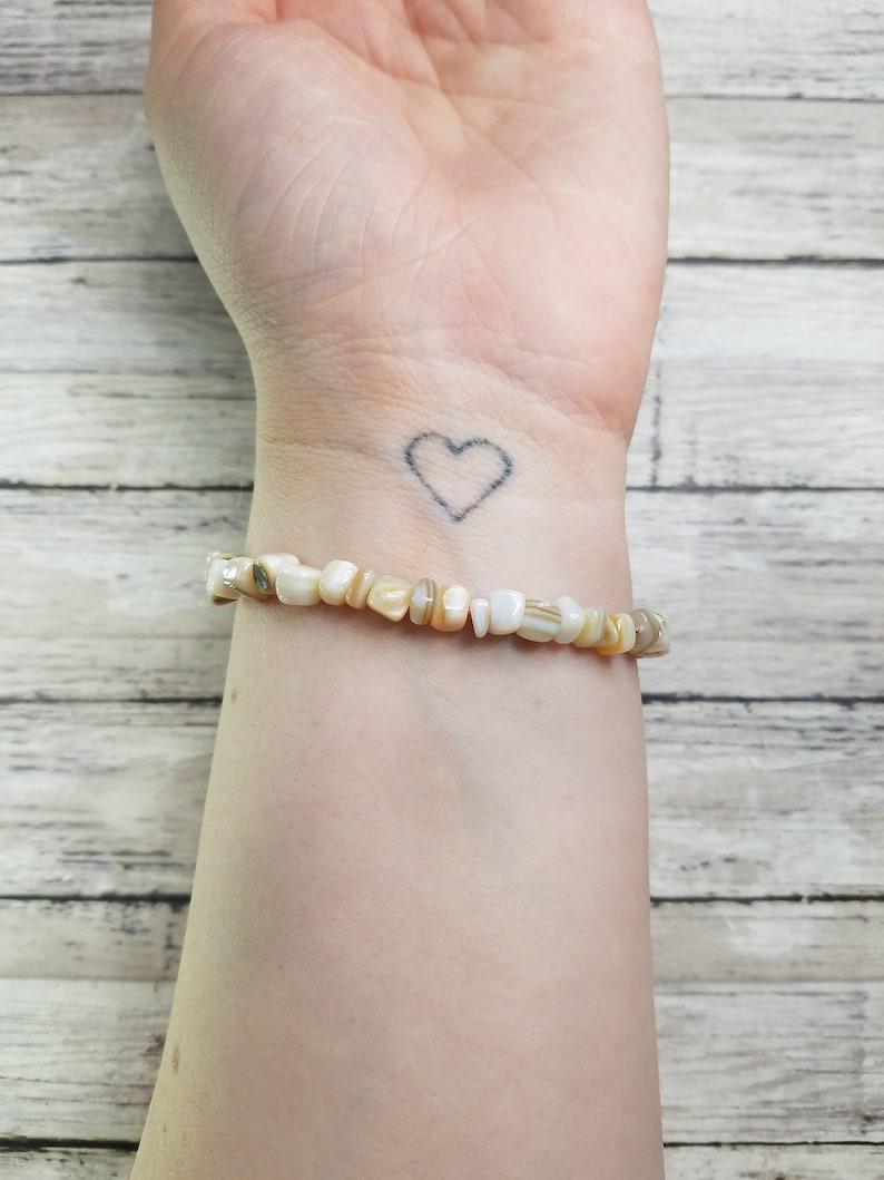 White Shell Chip Elastic Bracelet