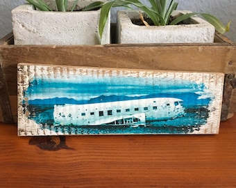 Wooden shield - Iceland plane wreck - Upcycling wine box board wood print