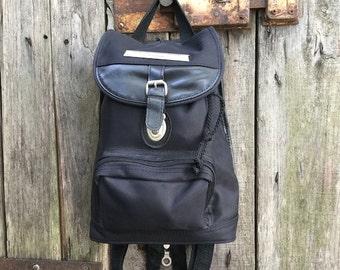 e60ecfddf3 Zaino Vintage/ anni '90/ eco pelle/ stoffa/ colore Nero/ tre tasche/  cinghie regolabili/ foderato/ zip interna