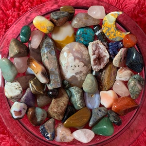 Garnet Small Tumbled Stone T22 photo