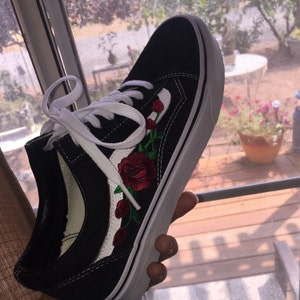 Red ROSE EMBROIDERED Old Skool Vans Off the Wall Sneakers New w Box AUTHENTIC Custom Trendy BeSt PrIcE Black HandMade Men Women Gift White