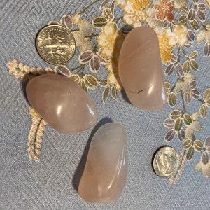 Rose Quartz Small / Medium Tumbled Stone T51 photo