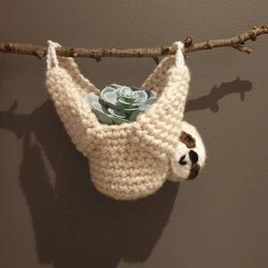 Crochet cute sloth sloth in a pot sheld decoration crochet hat, desk ornament sloth decoration