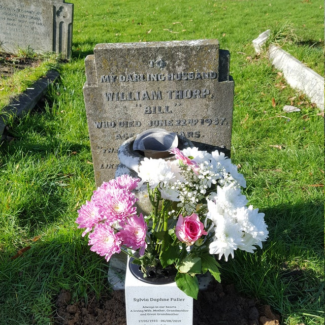 Beagle Personalised Pet Dog Customised Memorial Graveside Flower Rose Bowl Vase