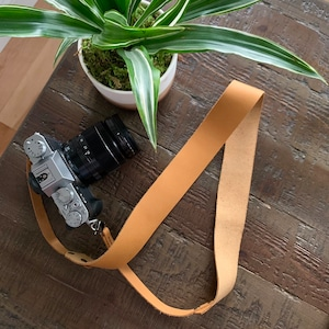 Leather camera strap, Personalized, custom personalized gift for men, travel gift, gift for women, slr dslr camera strap, canon, nikon photo