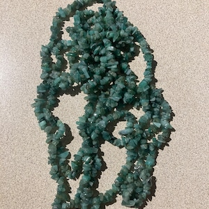 Emerald Chip Beads Strand, Semi Precious, Gemstone Chips, Gemstone Beads, Jewelry Making Supply, GemMartUSA (CHEM-70001) photo