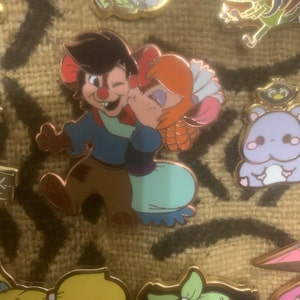 Mrs Brisby /& Fievel /'Once Upon An Animation/' Rose Gold Hard Enamel Pin