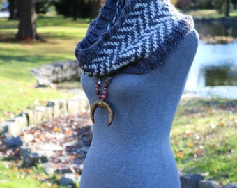 READY TO SHIP, knit scarf, chevron scarf, infinity scarf, cream and grey