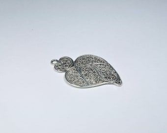 BR842 - 1 large charm in silver