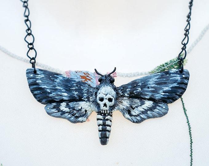 Skull Swarm Necklace Grey