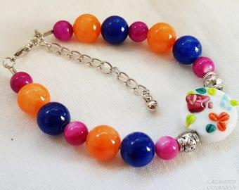 Bracelet femme, romantique, multicolore, en perle de verre filé et pierre fine, orange, bleu cobalt et violet foncé, cadeau fête des mères