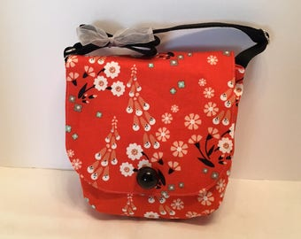AP5- Pocket Perfect: small purse in a delicate tiny flower pattern on a red background