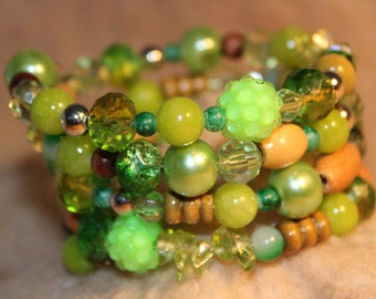 Handcrafted Sparkling Green Glass/Wood Beaded Memory Wire Bracelet