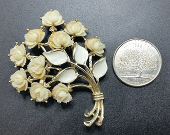White rose bouquet fifties brooch, vintage white brooch, vintage white rose brooch, wedding brooch