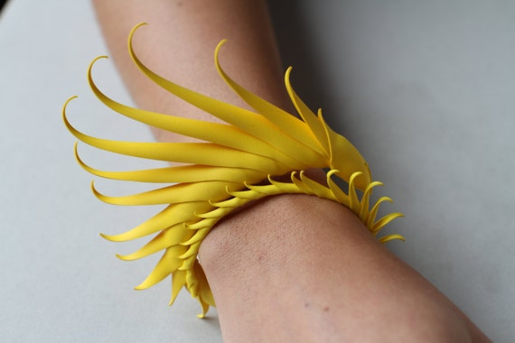 Multiplume Bracelet with soft spikes