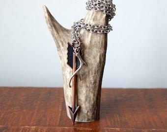 Bois de cerf et collier flèche - flèche avec bois de cerf argenté en cuivre