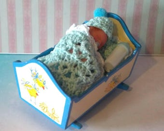 Tiny baby 4cm Polimer clay with wooden cradle. Baby Polymer Clay 4cm in its wooden cradle