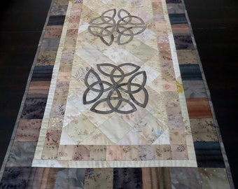 Celtic Lovers' Knot Table Runner--PATTERN ONLY