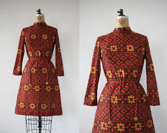 vintage 1960s dress / 60s floral dress / 60s flower print dress / 60s floral embroidered dress / 60s shift dress / medium
