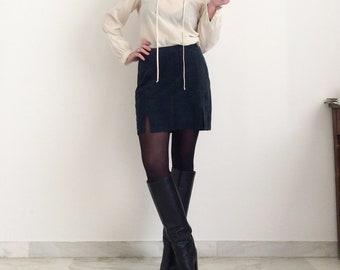Mini skirt in soft blue nappa. Size 42/44