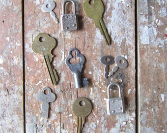Assorted Vintage Locks and Keys  FREE SHIPPING