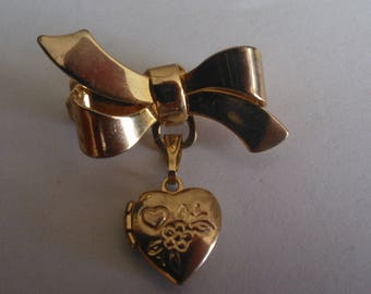 American Girl Pleasant Company Samantha's Heart Locket Brooch from Her Meet Accessories...1st Version...Excellent Vintage Condition..Retired
