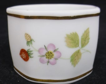 Wedgwood Wild Strawberry with Gold Band Fine Bone China Napkin Ring – Strawberry fruit and flowers - 4.5 cm diameter – Made in England