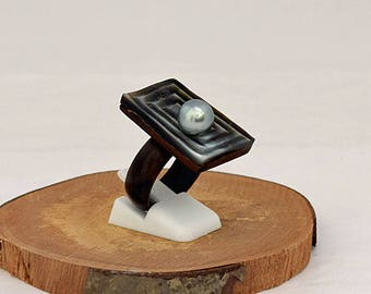 Wooden ring with Mother of pearl and Tahitian pearl (AA)