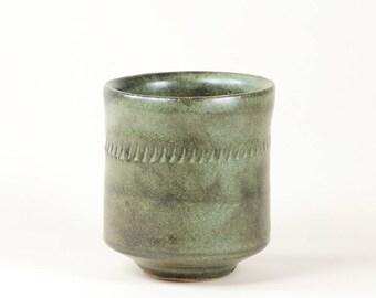 Blue-gray ceramic cup (yunomi)