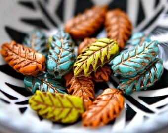6 Eichenlaub - Tschechische Glasperlen Opak gelbgrünen gelb, gebrannte Orange, hellblau, metallische Bronze Patina, Blätter 15x7mm