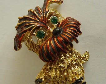 cute vintage Scotty dog brooch pin with Rhinestone eyes