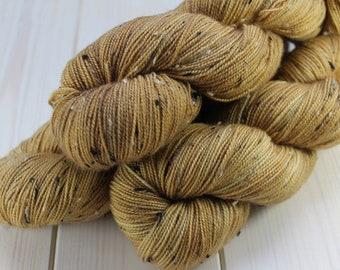 Hand - dyed skeins Fingering - superwash Merino Wool and Nylon NEP. - 100 g / 400 m - straw