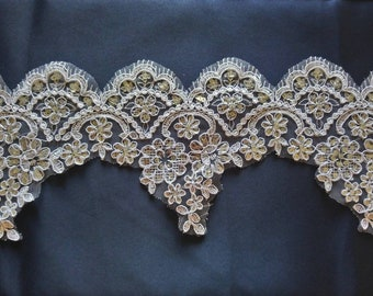 Fine lace for dress or lingerie 15 cm the meter