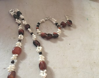 Alluring agate necklace set