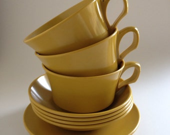 Vintage Melamine by Allied Chemical 8 piece set cups saucer bowls