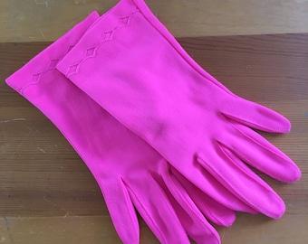60s Fownes Bright Pink Diamond Wrist Gloves, Small