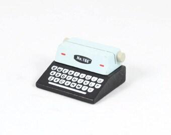 PLACE CARD HOLDER - Black and White Typewriter (4.8cm x 4.2cm x 2.5cm)