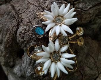 Adorable Vintage Daisy Flower Brooch