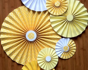 "Set of 7 Large 12""/ 9""/ 6"" Paper Rosettes/Fans - Lemon Ice"