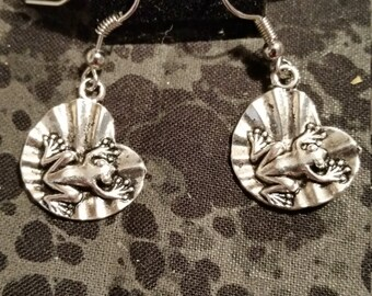 Frog on Lily Pad Earrings - Silver Tone
