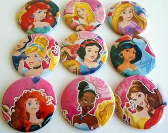 10 Upcycled Disney Princess - Princess Party Favors - fête d'anniversaire de princesse - princesse commentaires des faveurs - princesse fête boutons