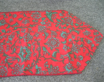 Table Runner Red and Green