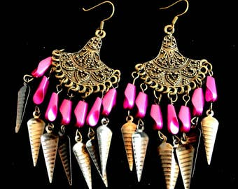 Fuchsia Bronze Boho Dangle Earrings Vintage Metal Dangle Earrings 1980 Boho Earrings Costume Jewelry Pink Bead Boho Earrings