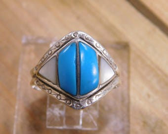 Vintage Turquoise and Mother of Pearl Ring Size 9