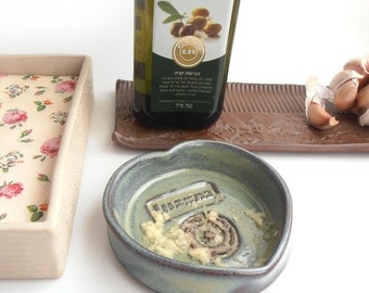Garlic and oil dipping dish - Ceramic ginger grater - Good appetite in Hebrew letters