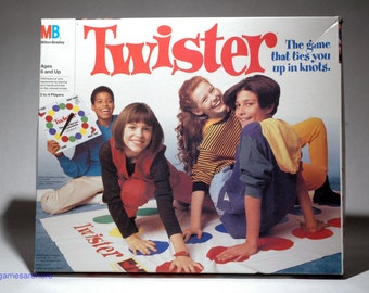 Twister Game that ties you up in knots from Milton Bradley 1993 COMPLETE (read description)