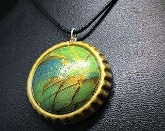 Faux Labradorit blau grün Art Pendent, Antik Gold Einstellung, Polymer Clay.