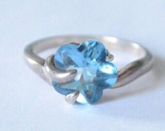 Vintage Sterling Silver Blue Topaz Swirled Set Flower Band Size 8